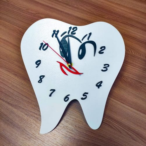 Часы в форме зуба